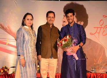 Mr. Kishor Pate, CMD, AEHL & Mrs. Pate felicitating Mahesh Kale at Swar Sandhya organized at Amit's Astonia Royale