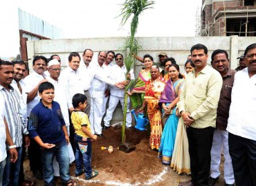 Kishor Pate, CMD-AEHL & other dignitaries celebrated Environment Day at Amit's Astonia Classic, in Undri, Pune. June '16.